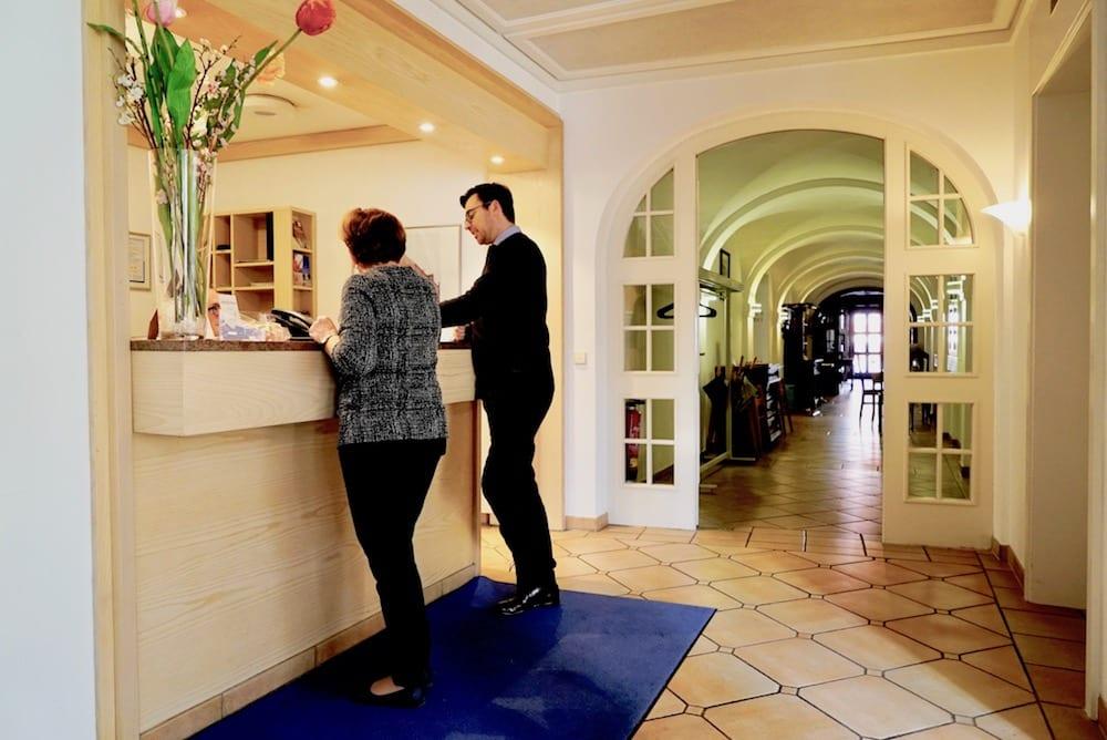 Rezeption Hotel alte Post herzlich Willkommen