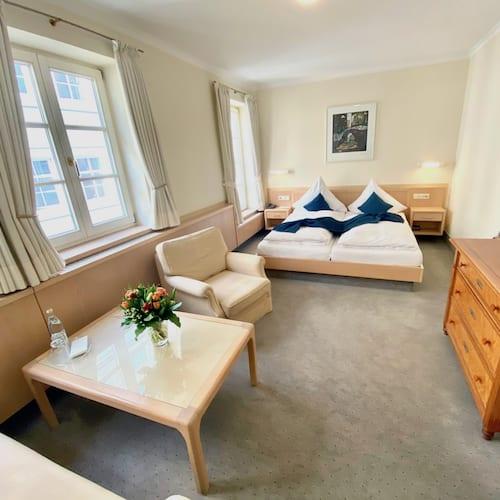Doppelzimmer hell und schöne Räumlichkeiten im Hotel alte Post