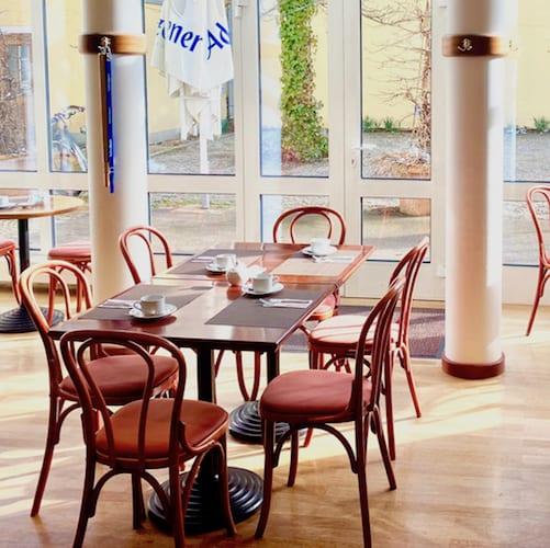 Frühstücksraum im Hotel alte Post mit Blick nach Draußen